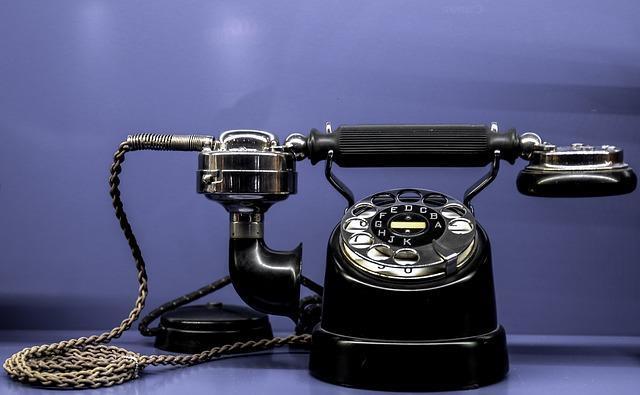 自動音声の電話がかかってくる