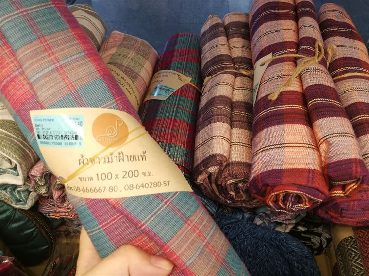 ドンムアン空港のOTOPショップの布