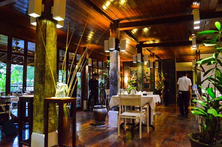 ルアンパバーンのブルーラグーンレストラン 室内席