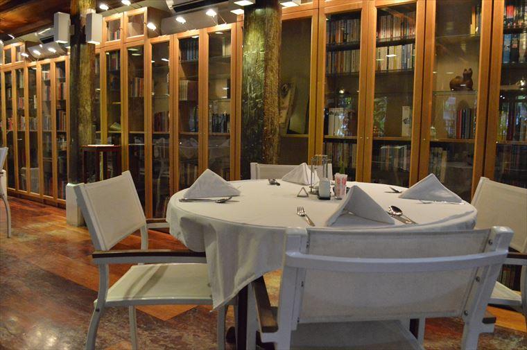 ルアンパバーンのブルーラグーンレストラン 室内席2