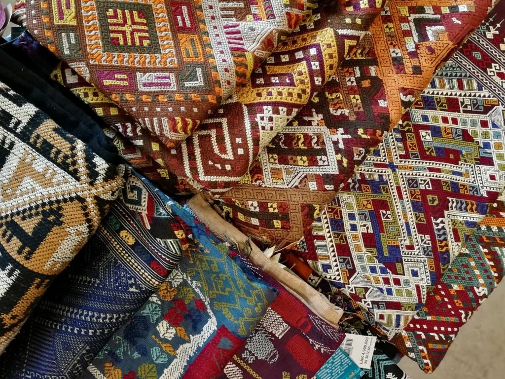 美しいルアンパバーンの布