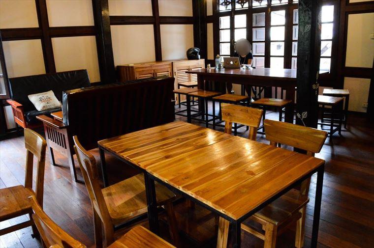 ルアンパバーンの【SAFFRON COFFEE】の二階席