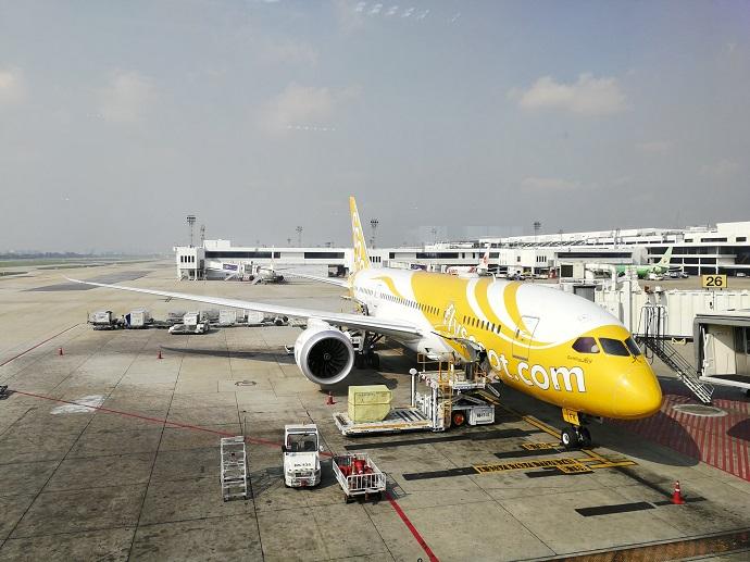 ドンムアン空港に駐機しているノックスクートの機体