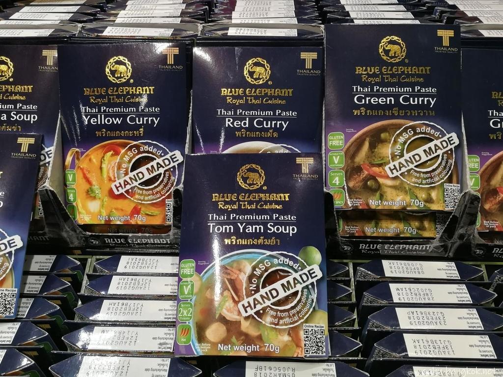 スワンナプーム国際空港で売っているブルーエレファントのタイ料理の素 60バーツ(約200円)など