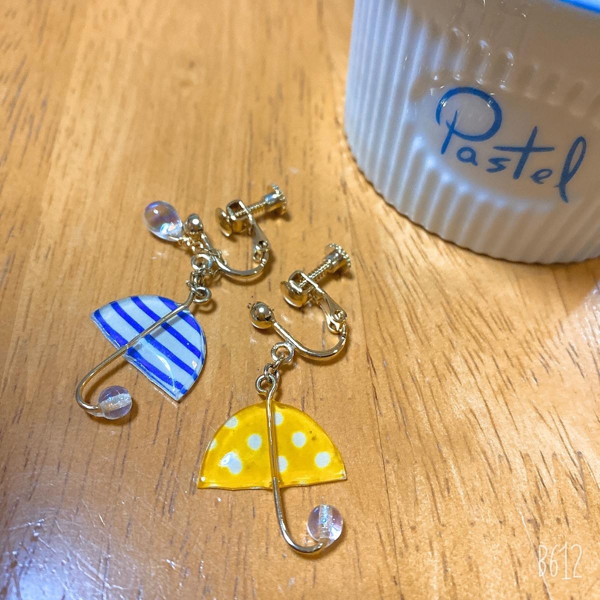 傘の形のイヤリング