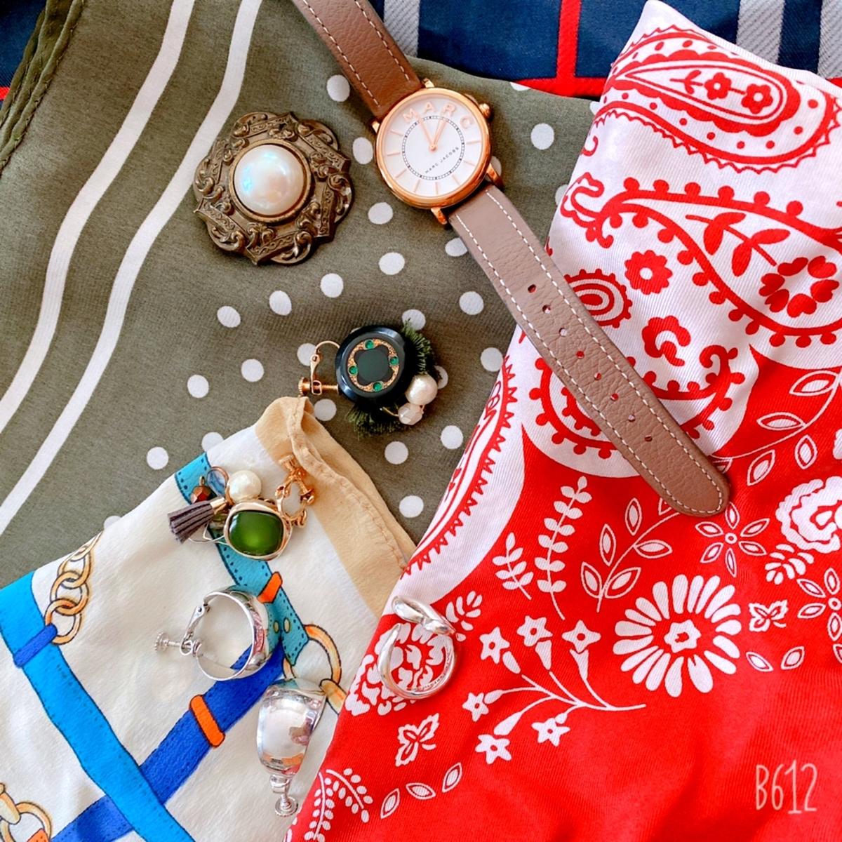 スカーフとアクセサリーの写真