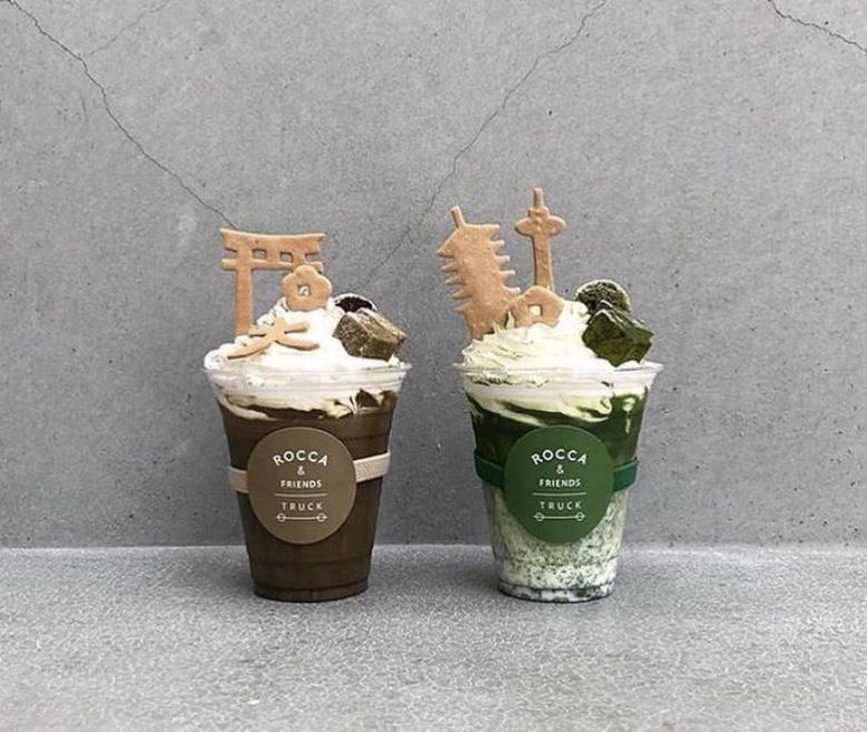 「京都の情景とデザート抹茶ラテ」と「京都の情景とデザートほうじ茶ラテ」の写真