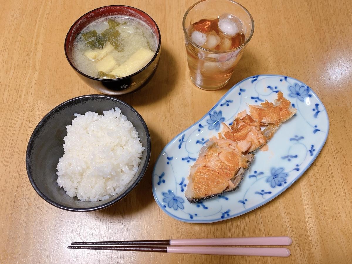 焼き鮭定食の写真