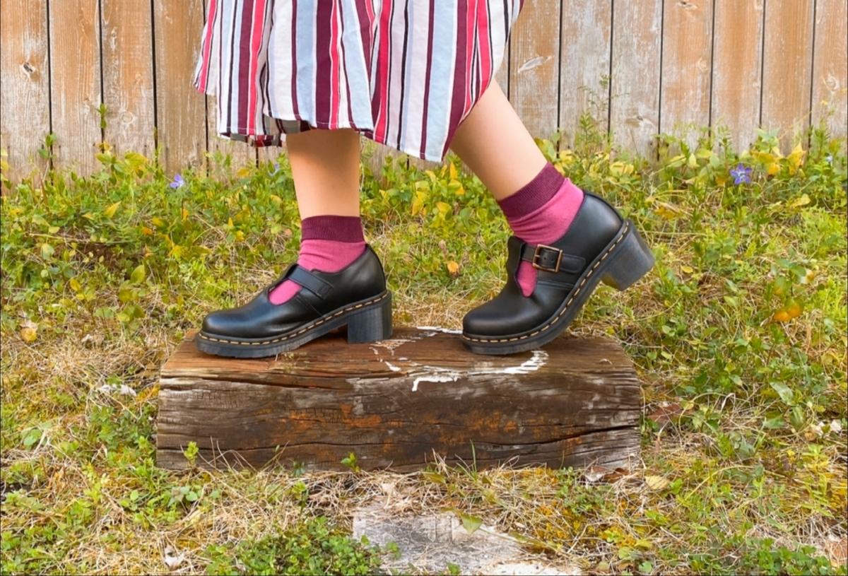 紫色の靴下