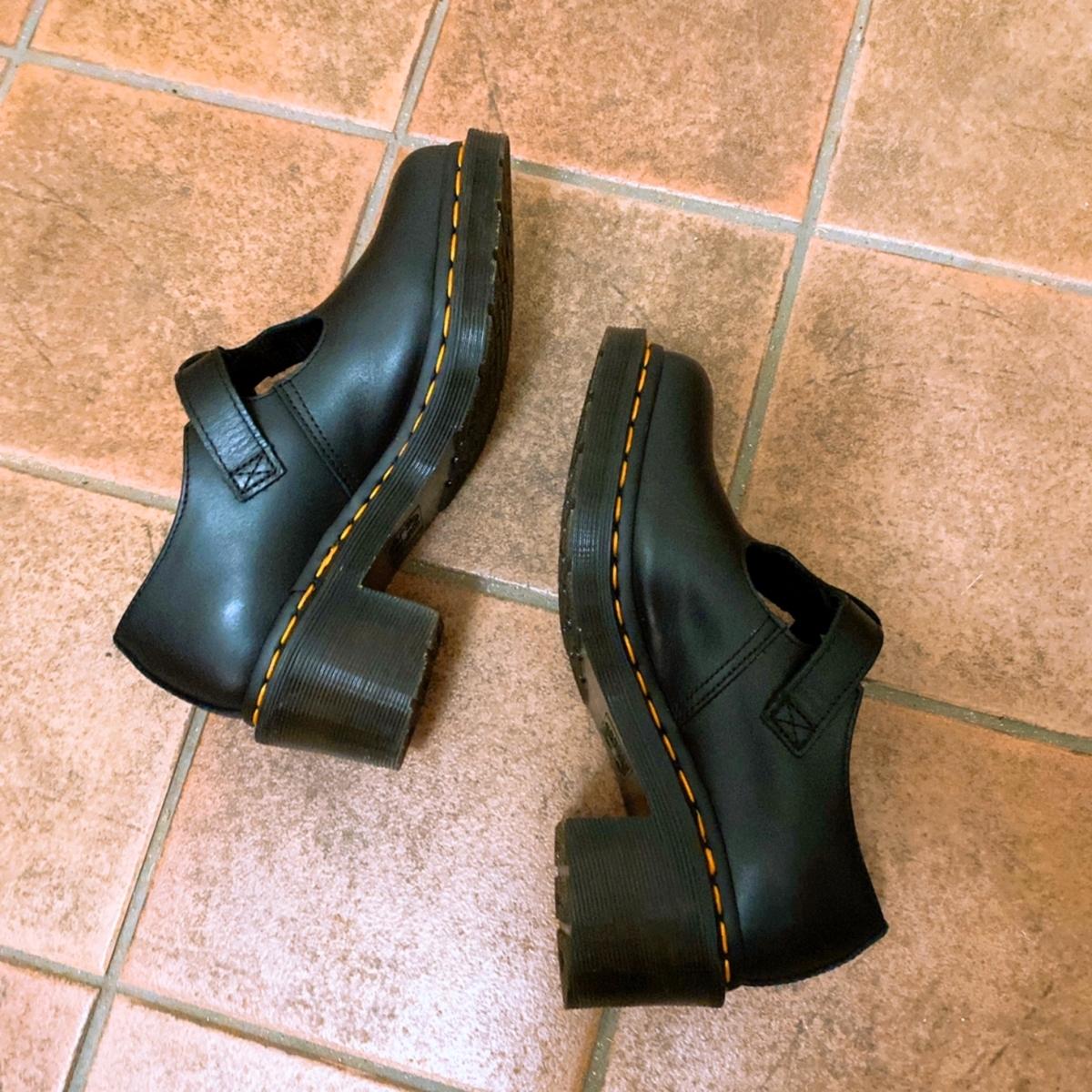 ドクターマーチンの靴の写真