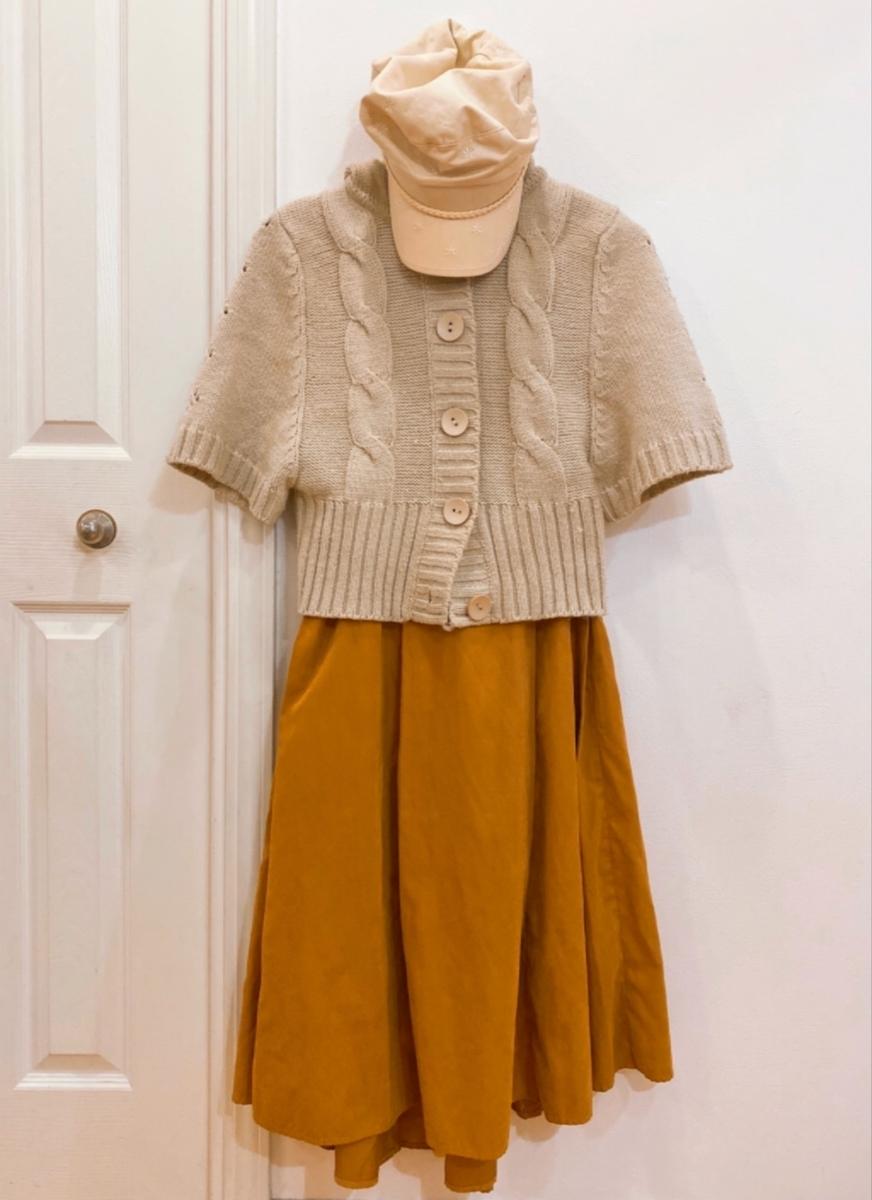 マスタード色のスカートの写真