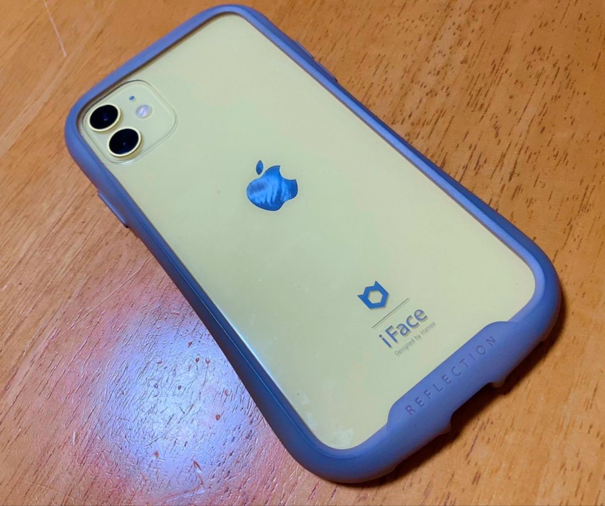 黄色いiPhone11の写真