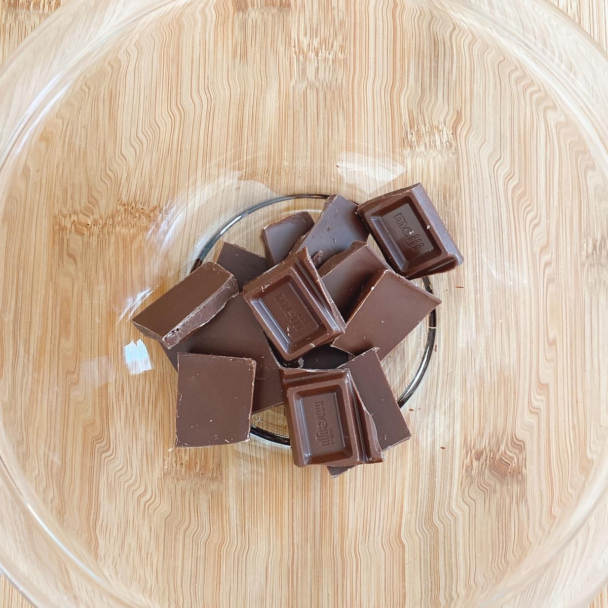 砕いた板チョコの写真
