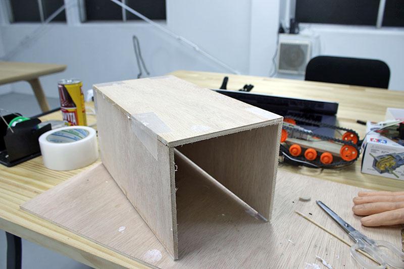 マシーンを格納する木箱