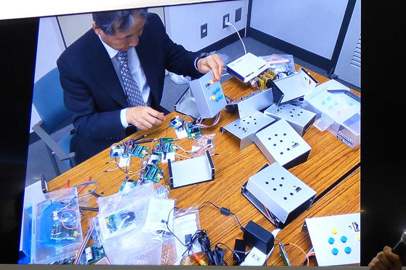 8台のバスに付けるセンサーデバイスはまさかの牧田さんの手作り