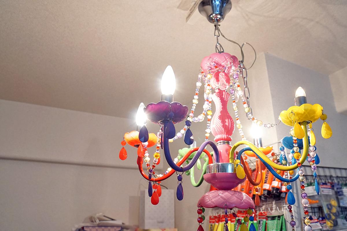 杉田さんのアトリエには自由な発想から生まれた作品が飾ってある