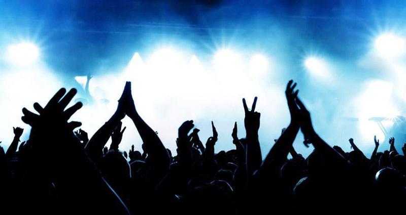 例えるなら、ライブで言う関係者席(=Followed by the speakers)と一般販売席(=Other in the room)のような位置関係