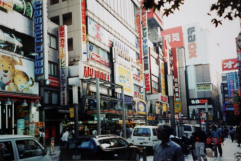 ▲出典:1995年の秋葉原駅前(photo by Danny Choo)