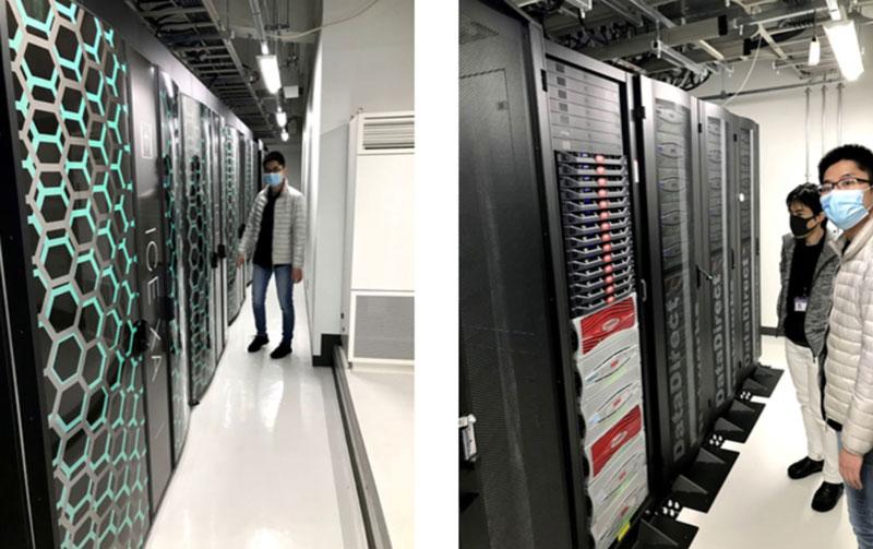 東工大のスーパーコンピューターTSUBAMEのサーバールームを見学するチームメンバー (写真の引用元-2020年度EDP「WINNIN」Team熱いトマト)