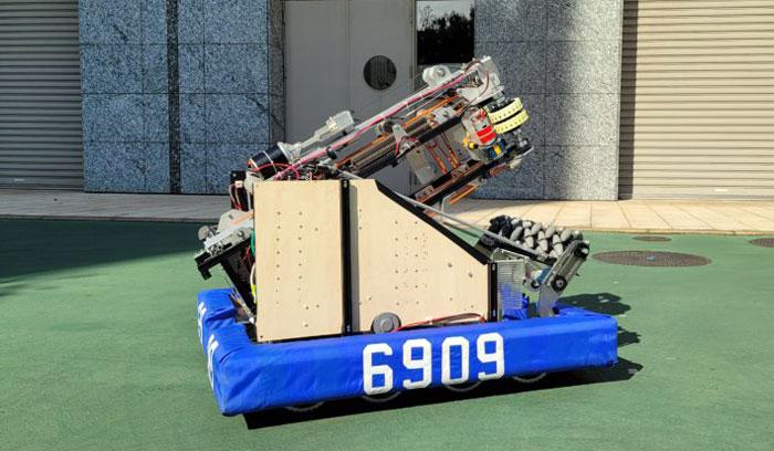SAKURA Tempestaが製作したロボット「雨桜(うろう)」