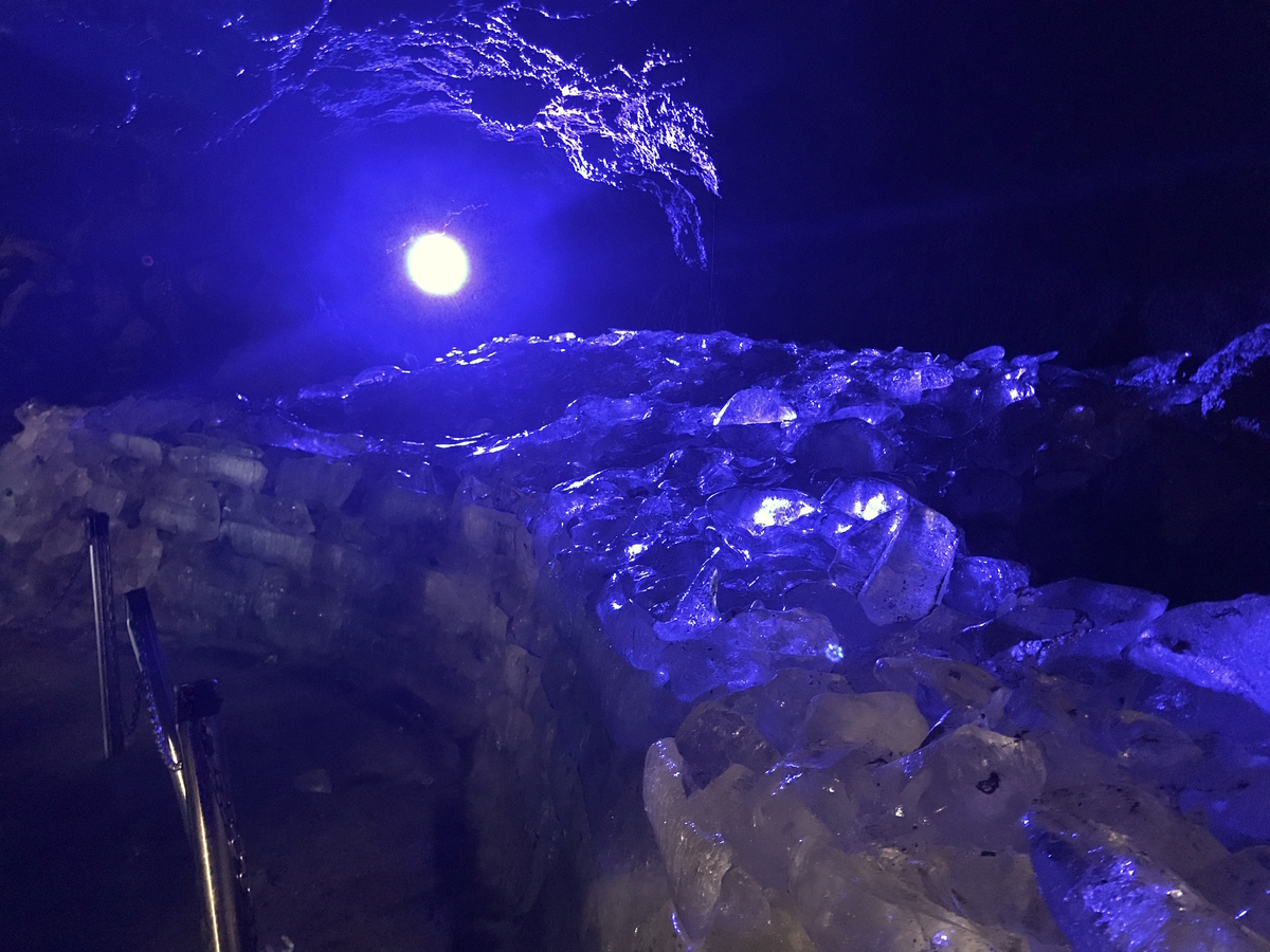 鳴沢氷穴富士吉田観光氷