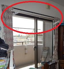 窓枠に突っ張り物干し