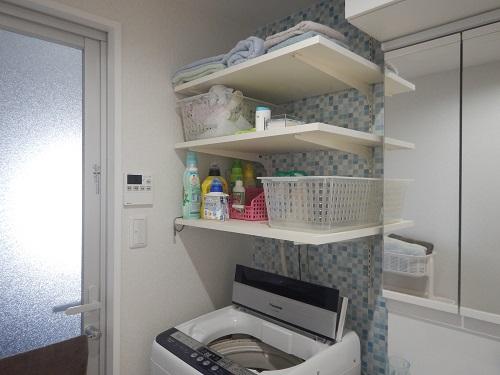 洗濯機上部に可動棚3段造作