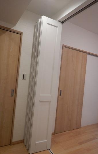 リクシルの可動間仕切りドア折れ戸