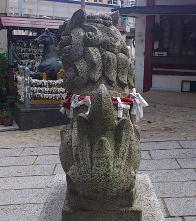 魅力的な 狛犬さんの尾の画像