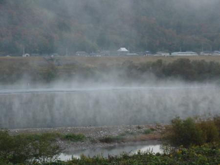 たちのぼる川霧の画像