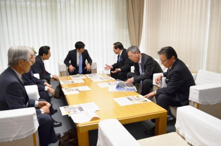 岡山県知事と懇談の画像