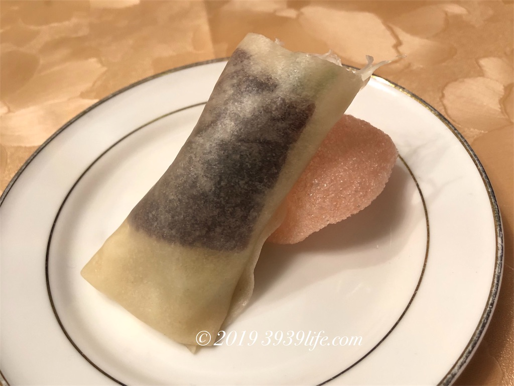自家製釜焼き北京ダック パリパリ海老春巻き添え オリジナル甜麺醤で
