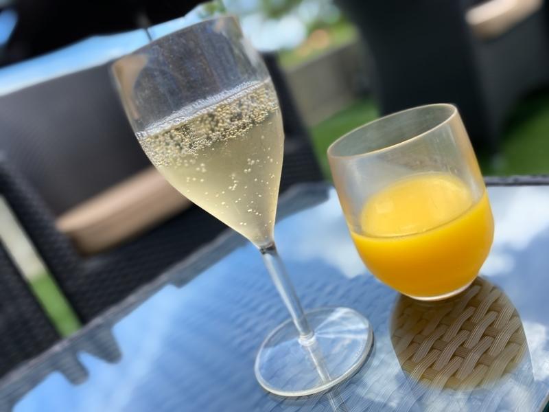 シャンパンとオレンジジュース