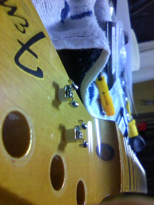 ストリングスガイド。3-4弦は高い。