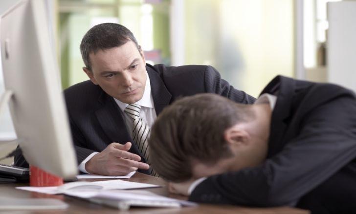 会社員が副業をするリスクとは