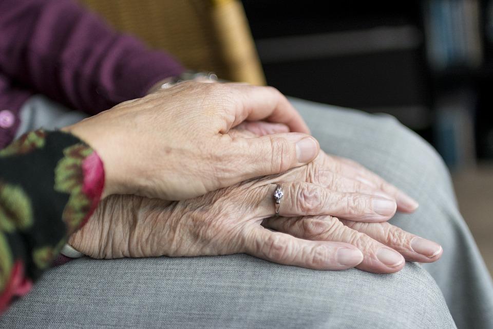 お金や健康よりも年下との付き合いが大事