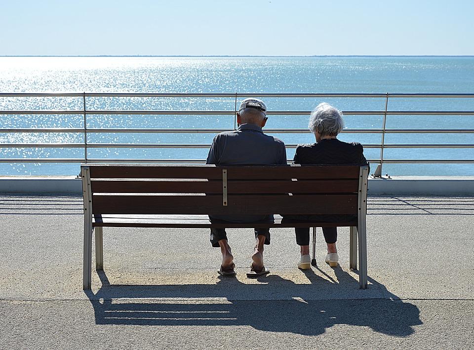外出自粛と高齢者が抱える問題