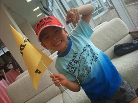 ARTAの帽子にGT-Rのシャツ、ダンロップの旗にNSXのミニカーともうなんで