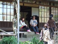 英勝寺でロケ中のほしのあき&ブラザートム