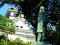 [城郭][銅像]板垣退助像と岡山城天守