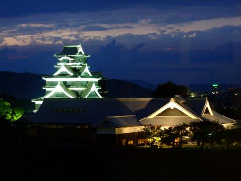 熊本城天守・本丸御殿ライトアップ