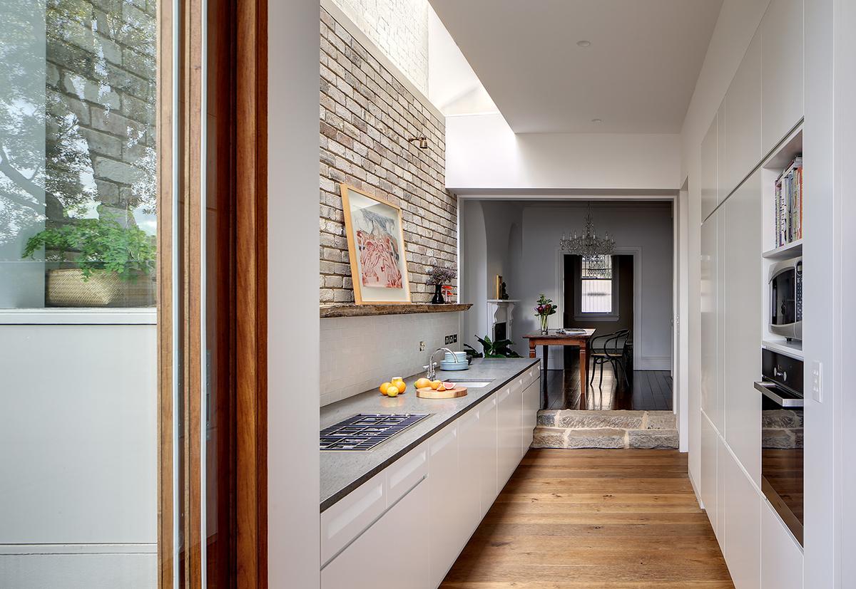 キッチン廊下 - 2つの内部を結合する方法