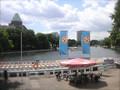昼下がり、川辺でビール
