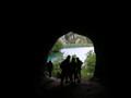 ところどころ、洞窟もあります