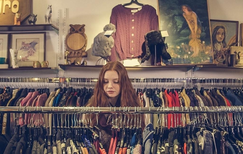 shopping girl shop clothes