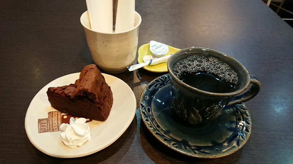 ガトーショコラとホットコーヒー