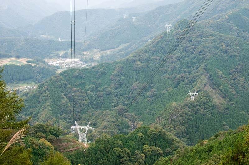 上野村に入る安曇幹線1号線 手前が213