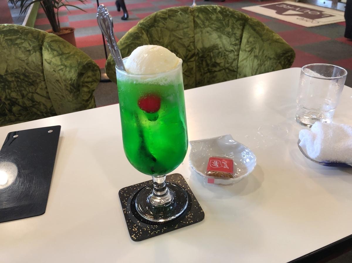 立川ルーブルのメロンクリームソーダ