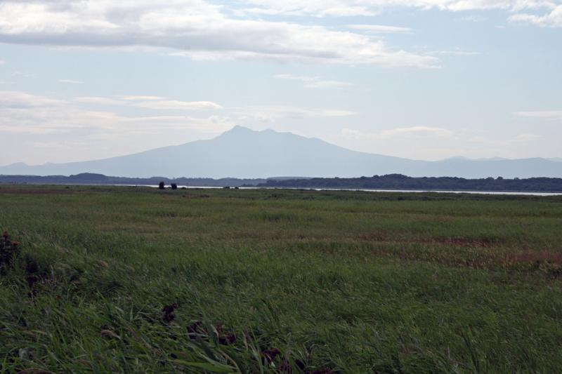 北海道・小清水町・涛沸湖から斜里岳