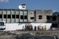 解体が始まった旧大槌町役場-14.04-